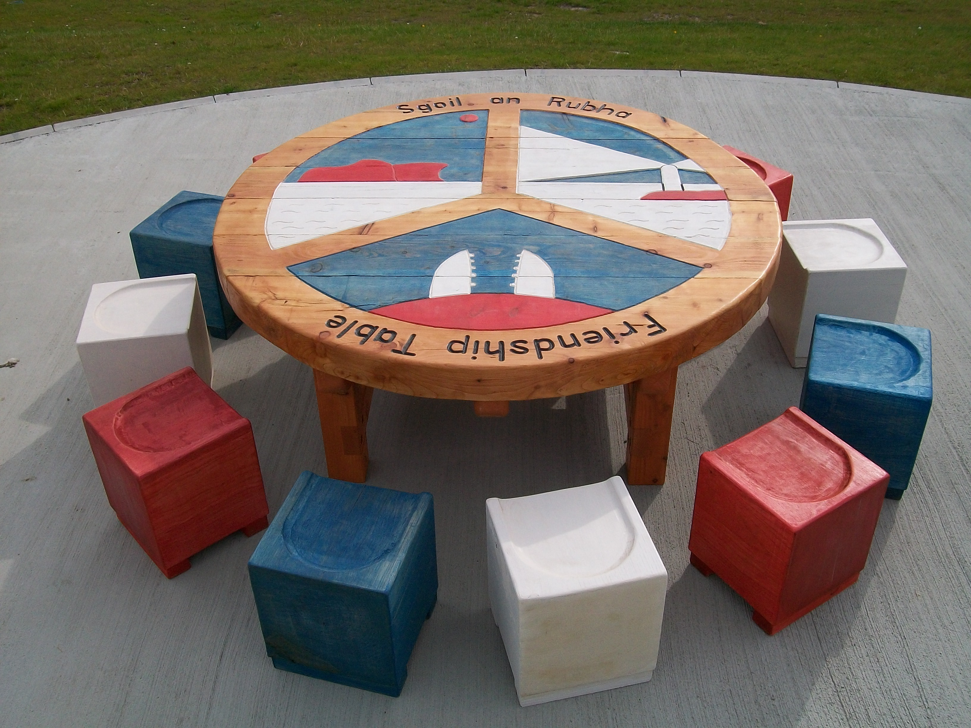 round table, garden furniture, gardens, sculpture, school playground, durable,fun, outdoor furniture, bespoke, custom made,