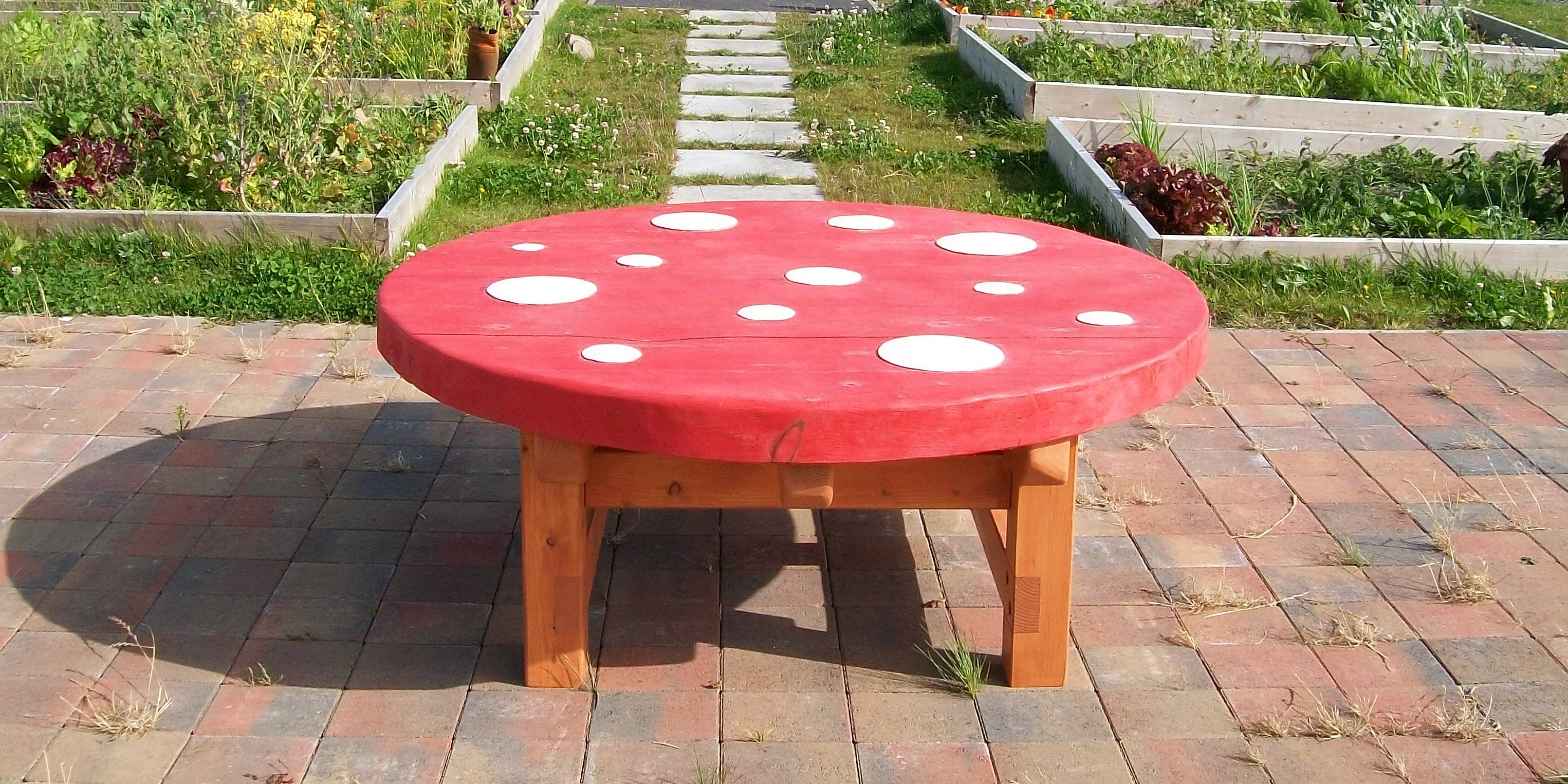 toadstool table, mushroom table, gardens , friendship table, garden furniture, sculpture, school playground, durable, outdoor furniture, bespoke, custom made,